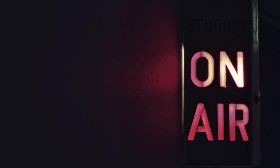 voix-off-pub-radio